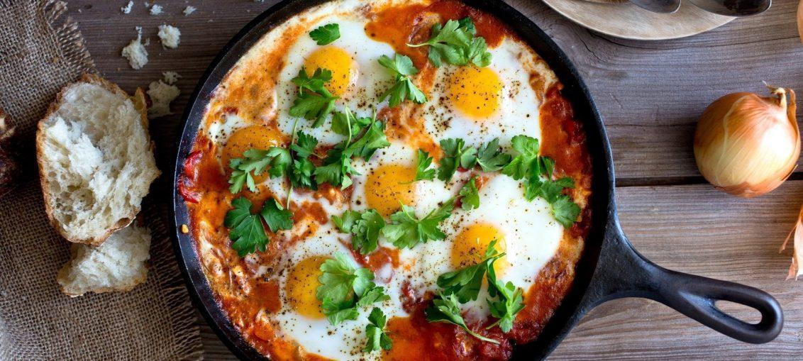 Острый средиземноморский завтрак по-мароккански